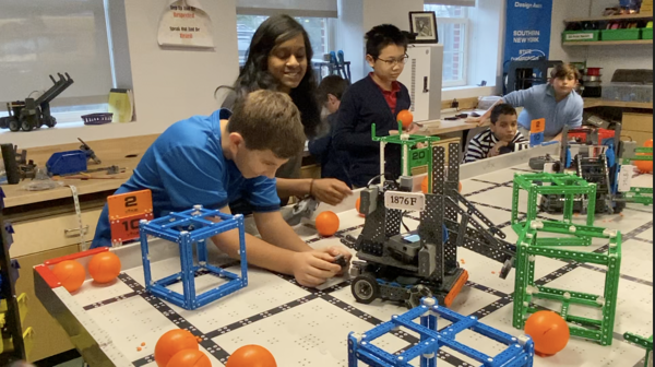 middle-school-students-in-maker-space